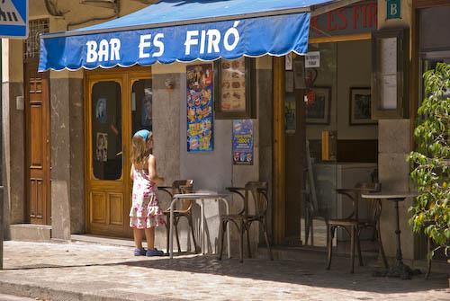 Dificil elección. Soller, Mallorca.