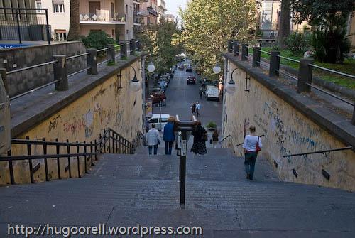 Escalinata cerca de Piazza Vanvitelli.